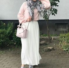 Hijab outfits for petite girls – Just Trendy Girls Arab Girls Hijab, Girl Hijab, Hijab Outfit, Modesty Fashion, Hijab Fashion, Fashion Outfits, Dubai Fashion, Fashion Fashion, Womens Fashion