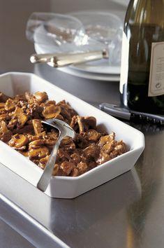 Züri-Geschnetzeltes vegetarisch ist ein Gericht aus der fleischlosen Hiltl-Küche. Wir empfehlen dazu Rösti oder Teigwaren. Viel Spass beim Kochen!