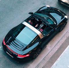 Na obrázku může být: 1 osoba, auto a venku Porsche 911 Targa 4s, Porsche Autos, Porsche Sports Car, Porsche Club, Porsche Carrera, Porsche Classic, Porsche Singer, Porsche Cayenne, Performance Cars