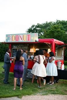 Here's What You Need to Know About Booking a Food Truck for Your Wedding