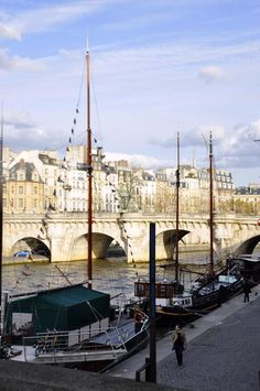 Walk along the Seine, Paris by Maelo Paris