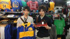 【新宿2号店】 2014年4月6日 大学1年生のお二人です!フレッシュです☆サークルでバスケをやられるそうです。怪我に気をつけて楽しんで下さいね(^^♪ #nba