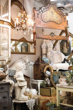 Sweet Salvage is a Shopping Event. Antique Booth Displays, Vintage Store Displays, Antique Mall Booth, Antique Booth Ideas, Antique Market, Antique Stores, French Antiques, Vintage Antiques, Shop Interiors