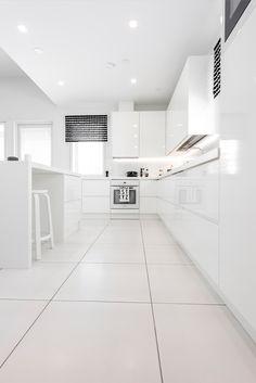 CUBO. Lattiassa Nova Arquitectura valkoinen M60x60 cm, matta. #pukkilalaatat… Kitchen Interior, Interior And Exterior, Interior Design, Cozy Living, My Dream Home, Home Kitchens, Flooring, Humble Abode, House