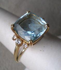 Gorgeous gold and aquamarine ring.