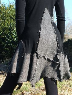 a raggedy dress - fun idea to make with old knits Moda Steampunk, Recycled Sweaters, Altered Couture, Recycled Fashion, Altering Clothes, Diy Clothing, Mode Inspiration, Diy Fashion, Punk Fashion