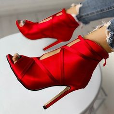 Red high heels to love High Heels Stiletto, Red High Heels, Stilettos, Red Pumps, Hot Heels, Crazy Shoes, Me Too Shoes, Daily Shoes, Fashion Models