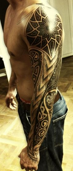 tatuaże tribale dla mężczyzny na ręce