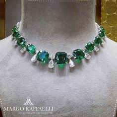 This magnificent @graffdiamonds necklace with 12 Colombian emeralds weighting 104.89 cts in total and 41.28 cts of diamonds is one of the most unforgettable pieces with #emeralds I've ever seen! Credit: www.margoraffaelli.com #graffdiamonds
