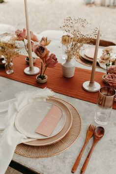 Modern Texas Desert Wedding with Terracotta Arches Table Set Up, Wedding Table Settings, Event Styling, Dinner Table, Our Wedding, Perfect Wedding, Sunset Wedding, Wedding Menu, Wedding Designs