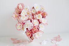 Auch wenn der Valentinstag doch schon etwas zurück liegt, habe ich heute ein herziges DIY für euch. Da in der Familie bald eine Hochzeit ansteht, habe ich für die beiden Turteltauben ein Papierblumen-Herz gemacht. Pfingstrosen passen schließlich zu jedem Anlass und sind zufällig auch meine Lieblingsblumen. Daher habe ich fürweiterlesen …
