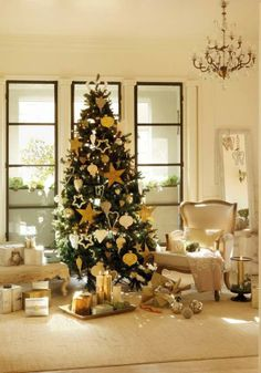 Here's a simple yet elegant Christmas tree design idea for you. #christmas