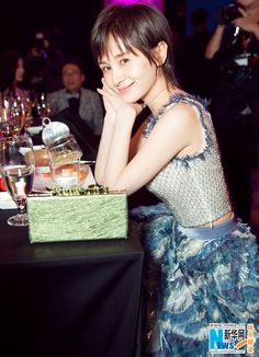 Chinese actress Wang Ziwen releases fashion shots | China Entertainment News