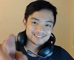 Having a bad day? Here's a fist bump from Osric to fix it. Look at how damn adorable he is!