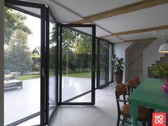 Solarlux - Woonkeuken en terras zijn één - Hoog ■ Exclusieve woon- en tuin inspiratie. Balcony Doors, My Point Of View, Man Cave, Bungalow, Villa, House Design, Windows, Architecture, Nice