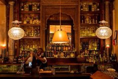 This bar is located in a converted Victorian house and is a classy spot for after-dinner drinks. On Tuesdays, they host local jazz musicians.