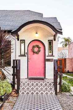 ideas home design inspiration exterior beautiful House Design, House, House Exterior, Home Look, Pink Door, Exterior Design, Pink Houses, Exterior, Curb Appeal