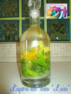 Il liquore all'erba Luisa è un infuso delicato e dal piacevole sapore agrumeto, adatto come digestivo. Liquor Drinks, Wine And Liquor, Beverages, Kitchen Witch, Limoncello, Verbena, Wines, Vodka Bottle, Food To Make
