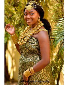 Second outfit!! Beautiful Toju of the #BTJWedding  @klalaphotography  @lbvmakeovers Event by @Maitre_d_events  #itsekiribride #itsekiri #traditional #NigerianWedding #wedding #bride #culture #jewelry #EventManager #WeddingPlanner