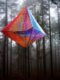 These installations were created by artist Edith Meusnier (Images from her website). These installations were created by artist Edith Meusnier (Images from her website). Art Fibres Textiles, Textile Fiber Art, Textile Artists, Fibre Art, Land Art, Art Environnemental, Art Public, Art Fil, Art Et Architecture