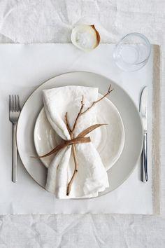 thepreppyyogini:  Gorgeous table setting.