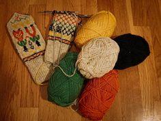"""0 likerklikk, 0 kommentarer – Anne Marie (@annepannestrikker) på Instagram: """"Gammelt mønster som min bestemor pleide å strikke. #votter #knittedmittens #raumagarn #homemade…"""" Anna"""