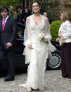 95b3e7ea8 Famosas con vestidos de novia de Manuel Mota
