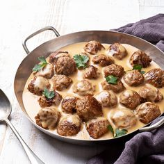 Swedish Meatballs in Sour Cream Sauce - Daisy Brand Molho Chipotle, Golo Recipes, 1950s Food, Swedish Dishes, Sour Cream Sauce, Popular Recipes, Popular Food, Seafood Dishes, Us Foods
