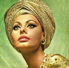 Picture of Sophia Loren Hollywood Fashion, Hollywood Glamour, Hollywood Style, Divas, Glitzy Glam, Sophia Loren Images, Golden Goddess, Old Hollywood Movies, Cinema Actress