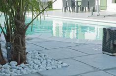 Schaffen Sie sich ein Ambiente wie im Urlaub!  Mit den Beckenrandsteinen für den eigenen Pool von WESERWABEN. Home And Garden, Outdoor Decor, Home Decor, Stairway, Stones, Vacation, Ad Home, Decoration Home, Room Decor
