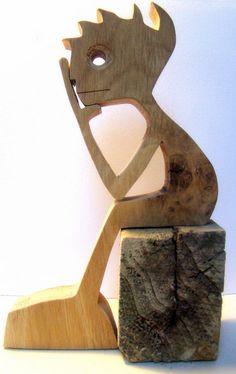 hauteur : 15 cm largeur : 10 cm épaisseur : 20 mm cest du chêne le bois utilisé je lai dessiné sur un bout papier et puis collé sur le bois avant de le découper avec ma bonne vielle scie à chantourner après je lai poncé et pis cest tout