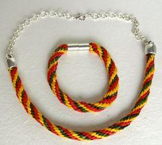 Conjunto de gargantilla y pulsera de cordones de seda por enSeda