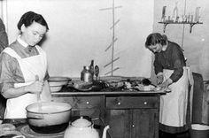 MUONITUSTEHTÄVISSÄ Naiset leipoivat päivittäin tuhansia kiloja leipää sota-ajan tarpeisiin.