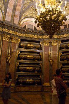 Panteón Real en el Monasterio de San Lorenzo de El Escorial, España Escorial Madrid, Spanish Architecture, Marble Mosaic, Spain And Portugal, Fresco, Baroque, Places Ive Been, Landscapes, Castle