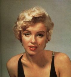 Philippe Halsman - Marilyn Monroe - 1954 - posing for a cover photograph to appear in Esquire Magazine Howard Hughes, Marilyn Monroe Fotos, Philippe Halsman, Greta, Actrices Hollywood, Marlene Dietrich, Norma Jeane, Brigitte Bardot, Esquire