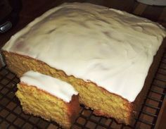 A one bowl, no fuss delicious cake. I bet you can't stop at one slice. Great for kids lunch boxes.
