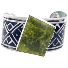 Atlantisite Audi Cuff ($450) ❤ liked on Polyvore featuring jewelry, bracelets, cuff bangle and cuff jewelry