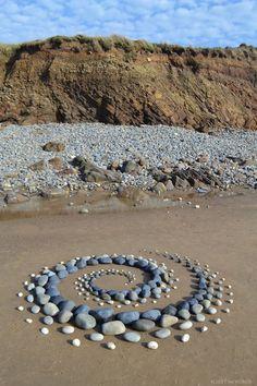 Land Artist Creates Ephemeral Stone Art on the Shores of the U.K.