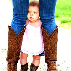 Adorable. Want a pic like this. I also hope I have legs like this after kids. lol