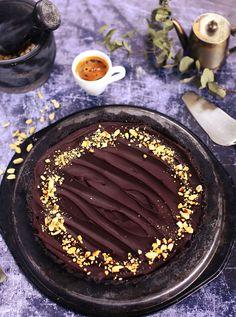 Még a gyakorlott háziasszonyok is fellélegeznek néha egy sütés nélkül elkészíthető recept láttán. Na ez az a süti amit nagyon gyorsan összedobhattok és még aki nem sütimágus, az is könnyedén elkészítheti, úgyhogy irány a konyha, hogyha van egy szabad órácskátok!
