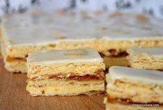 Prajitura Semiluna Kossuth kifli | Savori Urbane Non Plus Ultra, Cacao Beans, Grand Marnier, Sweet Cakes, Quick Bread, Vanilla Cake, Fondant, Caramel, Dessert Recipes