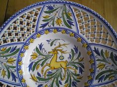 Detail of a hungarian hutterite (habán) ceramic. Hungarian Embroidery, Plate Display, China Dolls, Hungary, Embroidery Patterns, Folk Art, Dish, Pottery, Passion