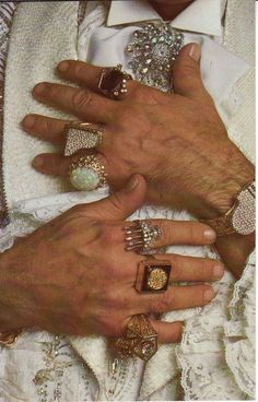 Liberace's ring-covered hands in 1981. Photo by Annie Leibowitz #hands #fingers #mani #main #rings - Carefully selected by GORGONIA www.gorgonia.it