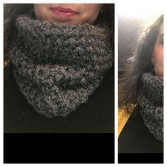Cuello crochet gris