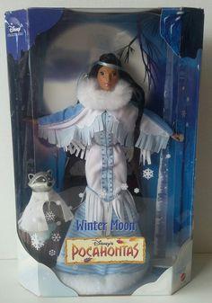 Disney Collector Winter Moon Pocahontas Doll Mattel 1999 *New In Box* Disney Collector Dolls, Disney Barbie Dolls, Barbie Box, Barbie Movies, Disney Princess Aurora, Disney Princess Dolls, Disney Pocahontas, Pocahontas Pictures, Barbie Celebrity