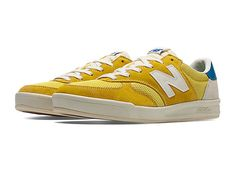 Always look like you're winning in the New Balance CRT300 men's sneaker, a court classic reinvented for everyday wear. Every detail is designed to score style points, from the premium suede/mesh construction to the expressive colors and modern REVlite cushioning that provides lightweight comfort. It's retro sport style that's ready for anything.