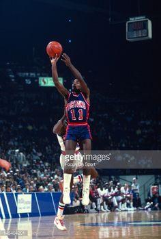 Fotografia de notícias : Isiah Thomas of the Detroit Pistons shoots...