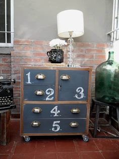 Muebles reciclados:  de estilo  por Nada se Pierde Woodworking Basics, Filing Cabinet, Storage, Furnitures, Vintage, Home Decor, Ideas, Old Furniture, Refurbished Furniture