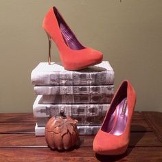 Host Pick Burnt Orange Shoes with Gold Heels Weekend Chic Host Pick Show stopping shoes! These shoes, from Shoe Republic LA, are burnt orange with 5 inch gold heels. They are new and in the box with wear only from trying them on. Shoe Republic LA Shoes Heels