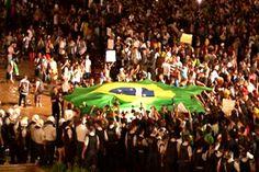 STJ Cidadão - PGM 241: Manifestações Populares - No STJ Cidadão desta semana: as manifestações populares ocorridas, nos últimos dias, em quase todas as capitais brasileiras, os movimentos que ficaram para a história do País, tanto no período da ditadura como depois da democracia. O programa levanta também a questão da atuação da polícia para conter os ânimos. E ainda: no Rio Grande do Norte os manifestantes recorreram ao STJ para garantir a liberdade de protestar nas ruas.